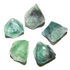 Fluoriidist oktaeeder, lihvimata (1 tk)