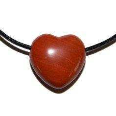 Punasest jaspisest süda, auguga